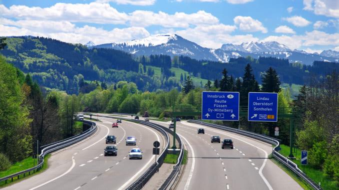 Lái xe road trip tại Đức