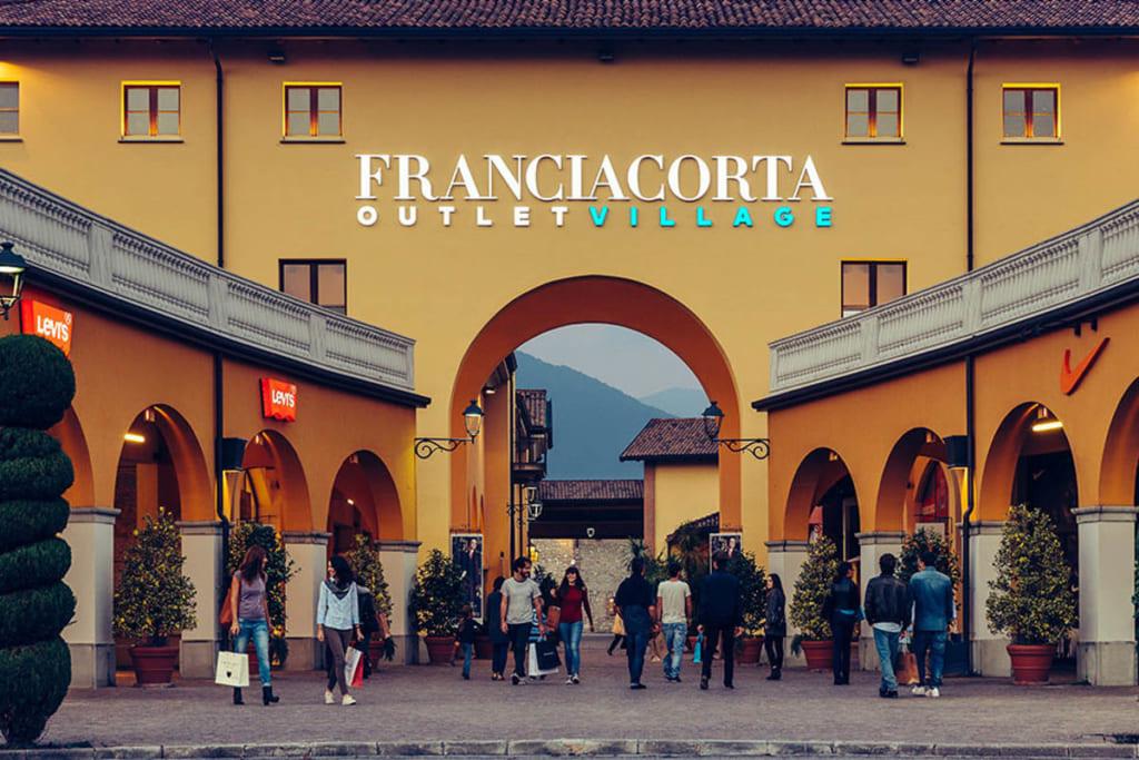 mua sắm tại Outlet Ý